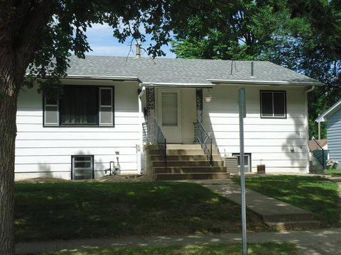 Photo of 123 W Clark St, Vermillion, SD 57069
