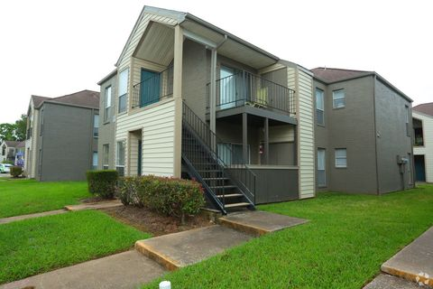 Photo of 1111 W Main St, League City, TX 77573