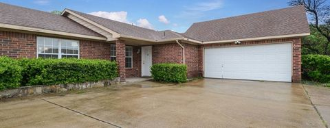 Photo of 701 Gregory St, Garland, TX 75041