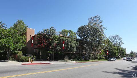 Photo of 550 S Barrington Ave, Los Angeles, CA 90049