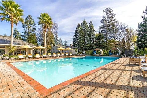 Photo of 1 Lakeville Cir, Petaluma, CA 94954