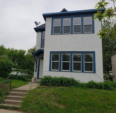 Photo of 818 Queen Ave N, Minneapolis, MN 55411
