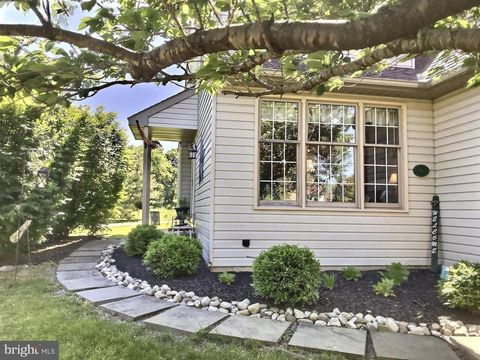 Photo of 6 Winterset Ct, West Grove, PA 19390