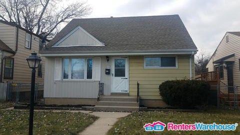 5715 N 92nd St, Milwaukee, WI 53225