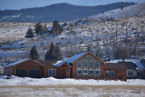Photo of 852 Corvallis Hills Dr, Corvallis, MT 59828