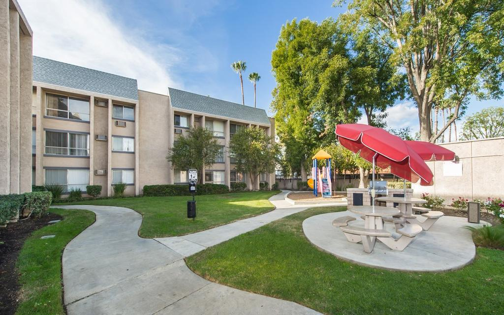 Canoga park ca apartments for rent for Park ave apartments for sale
