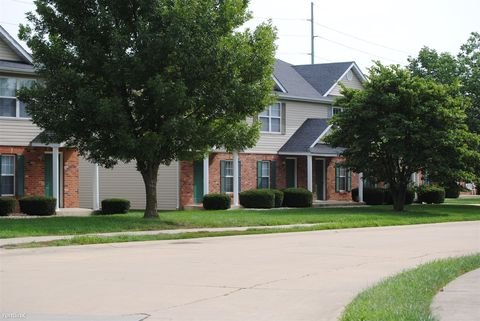2004 Esic Dr, Edwardsville, IL 62025