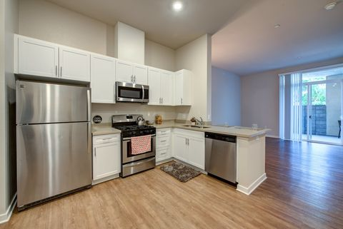 Photo Of 14500 Sherman Cir Los Angeles Ca 91405 Apartment For Rent