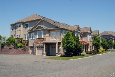 1055 Cetronia Rd, Breinigsville, PA 18031