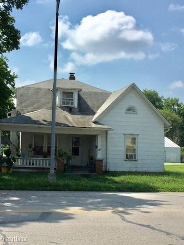560 W Arrow St, Marshall, MO 65340