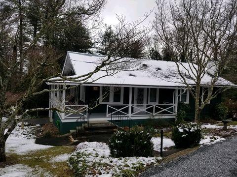 Photo of 1346 Ransier Dr, Hendersonville, NC 28739