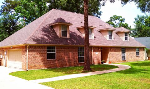 Photo of 11410 Edgewater Dr, Beaumont, TX 77713