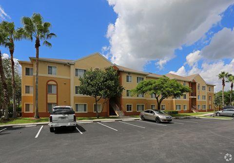 1386 Summit Pines Blvd, West Palm Beach, FL 33415