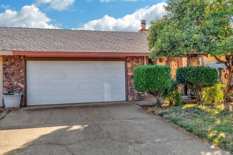 Photo of 422 Cameron Way, Roseville, CA 95678