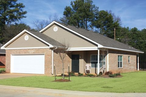 Photo of 361 Hargrove Cir, Columbus, MS 39702