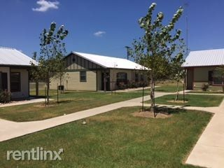 Photo of 785 E Independence St, Giddings, TX 78942