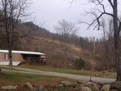 2055 Old Cross Rd, Middlesboro, KY 40965