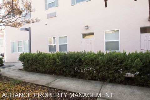 Photo of 154 Railroad Ave, Cloverdale, CA 95425