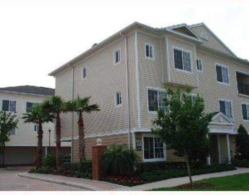 9852 W Park Village Dr, Tampa, FL 33626