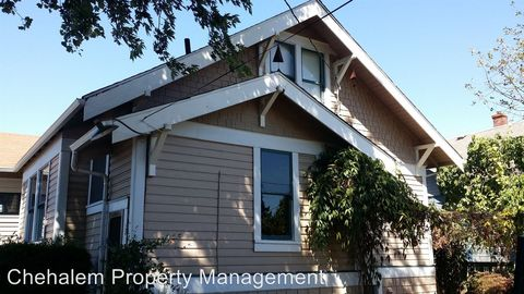 212 W First St, Newberg, OR 97132