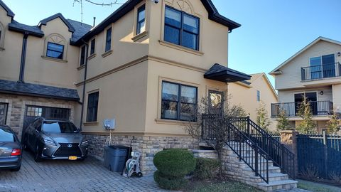 Photo of 51 Crispi Ln, Staten Island, NY 10308