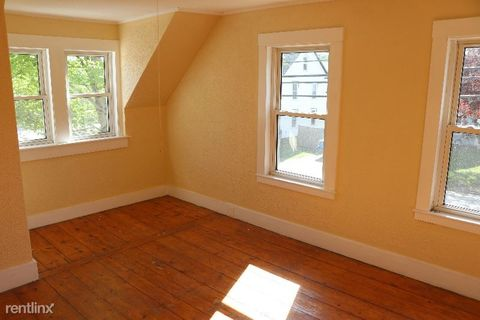 Photo of 806 Main St Apt 1, Monmouth, ME 04259