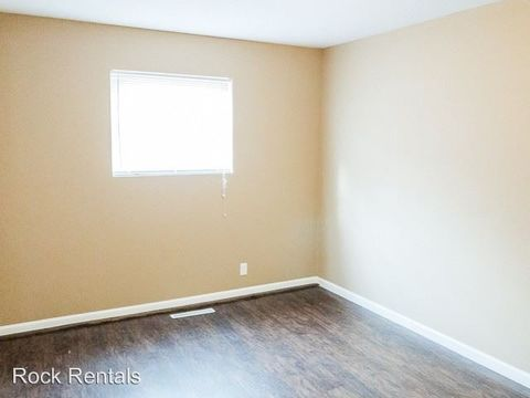 Photo of 116 E 10th Ave, Hutchinson, KS 67501