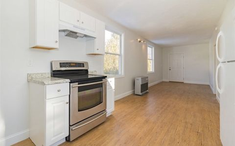 Photo of 20 Whittier St Unit 2, Dover, NH 03820