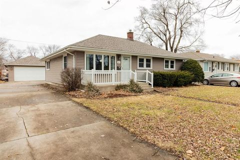 Photo of 3017 Strong St, Highland, IN 46322