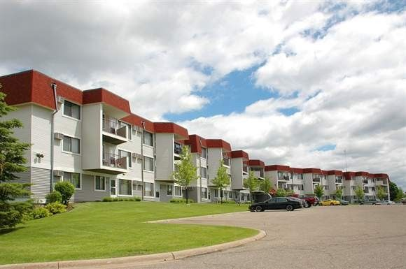 3909 Heritage Hills Dr, Bloomington, MN 55437