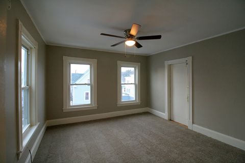 Photo of 305 Bartlett St Apt 3, Manchester, NH 03102