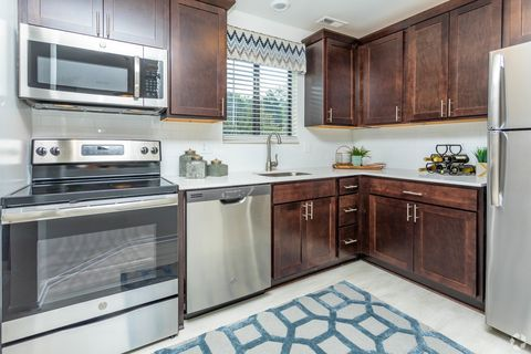 3200 River Oaks Blvd, Rochester Hills, MI 48309