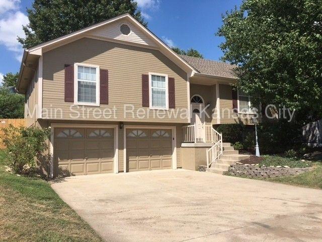 513 Ne Wood Ct, Blue Springs, MO 64014
