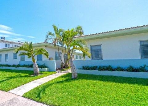 2200 Bay Dr, Miami Beach, FL 33141