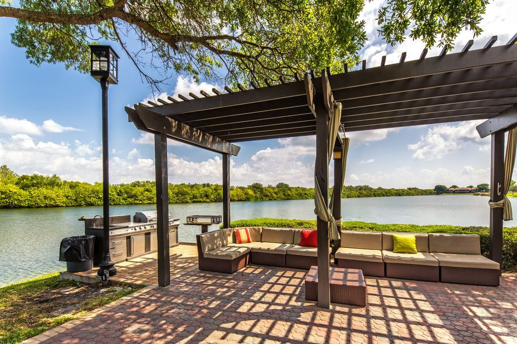 Lincoln Shores Apartments St Petersburg Florida