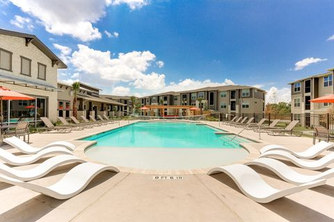 1550 Crescent Pointe Pkwy, College Station, TX 77845