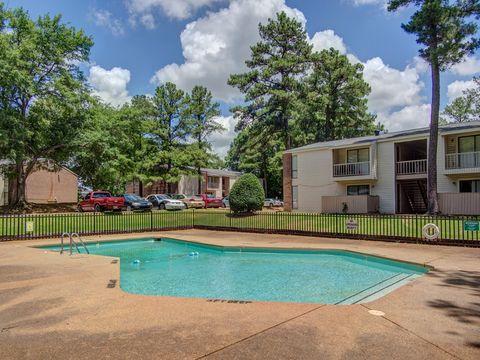 Photo of 3314 S Woodlake Cir, Memphis, TN 38118