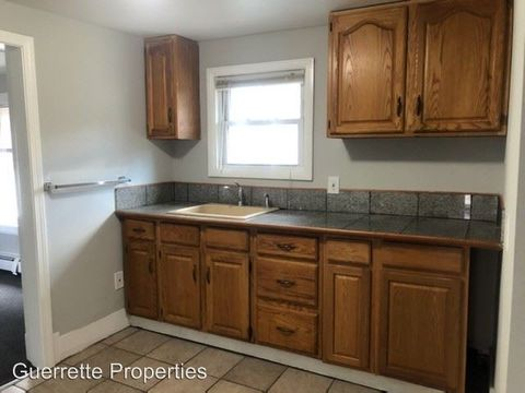 Photo of 2 Silver Pl, Waterville, ME 04901