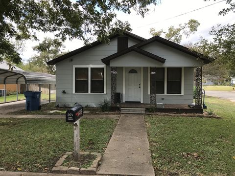 Photo of 604 S Charles St, Bellville, TX 77418