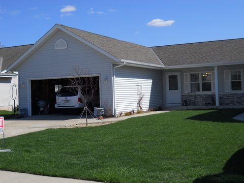 Photo of 1111 Firethorn Dr, West Bend, WI 53090