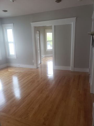 Photo of 17 Mendon St Apt 3, Worcester, MA 01604