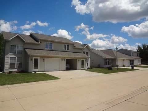 400 424 Rinney Dr  Normal  IL 617612000 N Linden St  Normal  IL 61761   realtor com . 3 Bedroom House For Rent Normal Il. Home Design Ideas