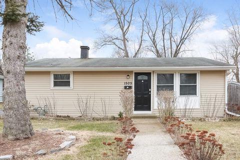 1505 Pawnee Rd, Carpentersville, IL 60110