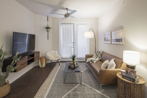 Photo Of 15480 Dallas Pkwy Tx 75248 Apartment For Rent
