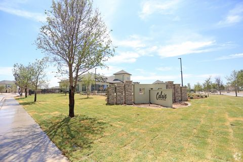 Photo of 2811 Oakridge Ave, Lubbock, TX 79407
