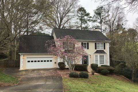 Photo of 8625 Birch Hollow Dr, Roswell, GA 30076