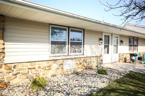 Photo of 408 Countryside Dr, Ossian, IN 46777