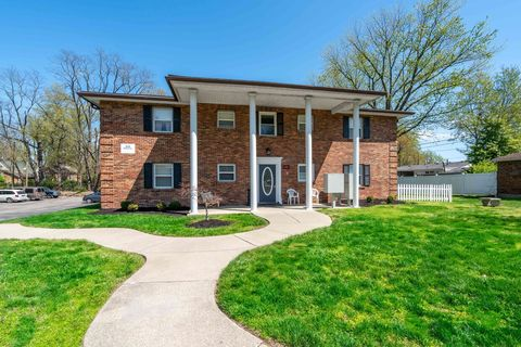 Photo of 810-811 Howard Ave, Jeffersonville, IN 47130