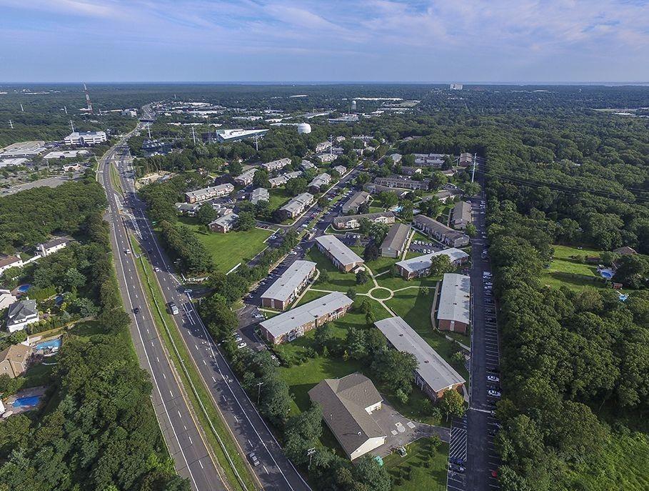 1710 Devonshire Rd, Hauppauge, NY 11788