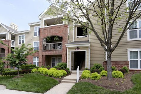 Photo of 6221 Summer Pond Dr, Centreville, VA 20121